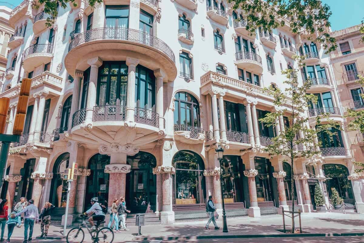 Barcelona Itinerary - Best Things to Do in Barcelona on a Budget 2
