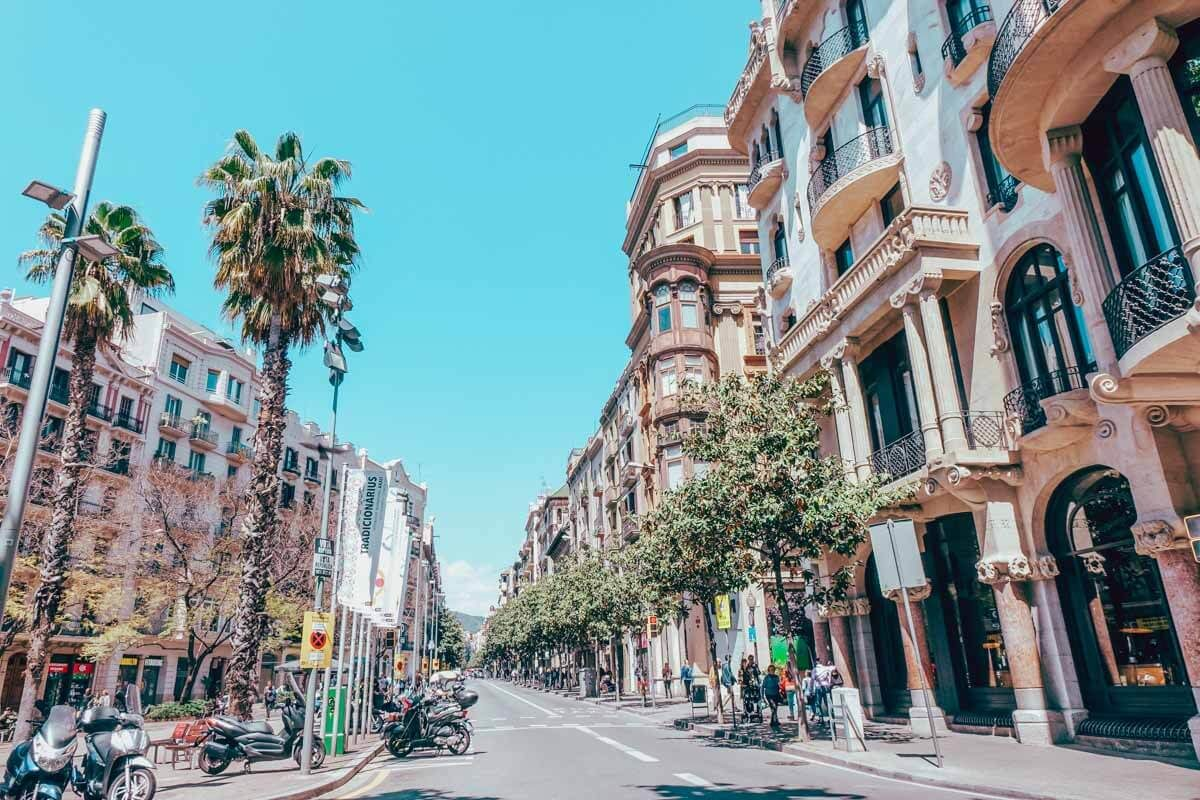 Barcelona Itinerary - Best Things to Do in Barcelona on a Budget 1